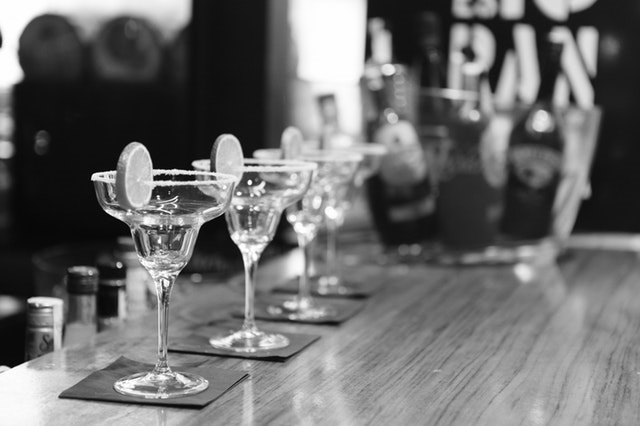 black-and-white-alcohol-bar-drinks