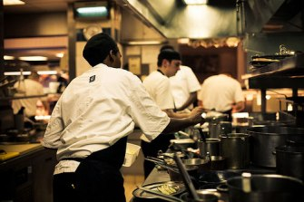 20100325-restaurantkitchen